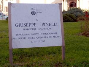 Milano_-_Piazza_Fontana_-_Targa_Giuseppe_Pinelli_Comune