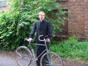 Ojciec_Mateusz_z_nieodłącznym_rowerem