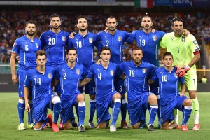 PALERMO, ITALY - SEPTEMBER 06:  Players of Italy pose for a team shot during the UEFA EURO 2016 Qualifier match between Italy and Bulgaria on September 6, 2015 in Palermo, Italy.  (Photo by Tullio M. Puglia/Getty Images)