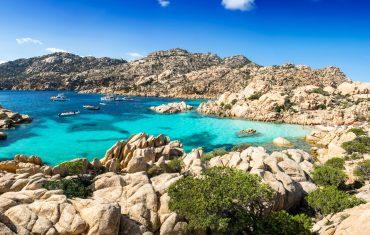 Dlaczego warto wybrać się na wakacje na Sardynię?